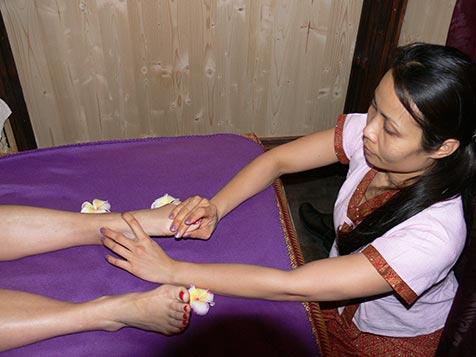 Fussmassage bei Mudturadas Thai Massage in Wetzlar - Beispielbild 1