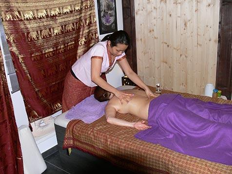 Rückenmassage bei Mudturadas Thai Massage in Wetzlar - Bild 3